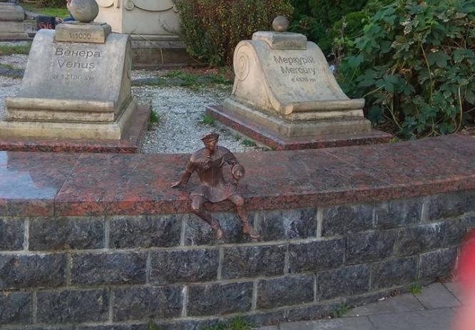 У центрі Луцька вкрали скульптуру кликуна. ФОТО