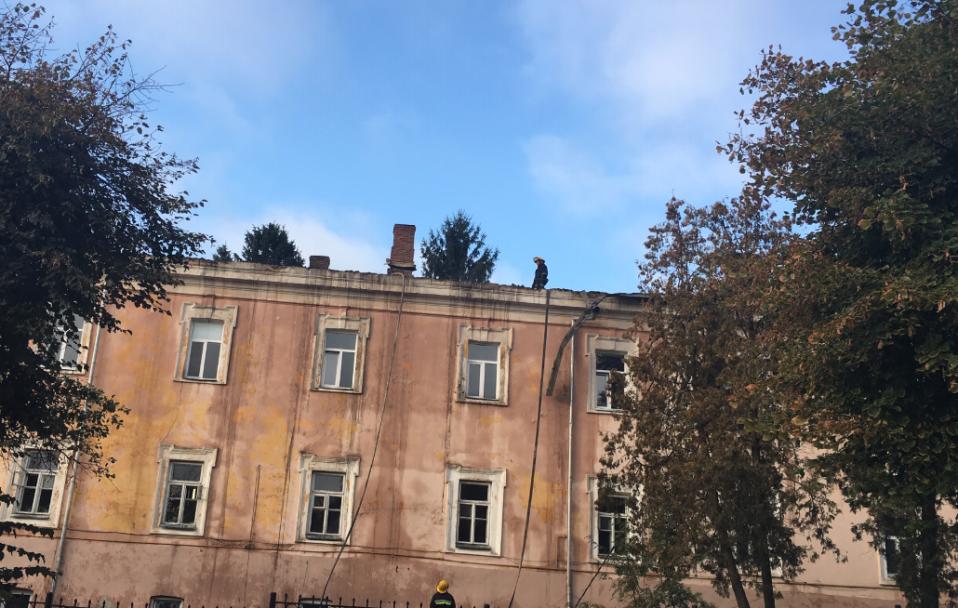Розповіли, як Луцький військовий госпіталь відбудовують після пожежі. ФОТО