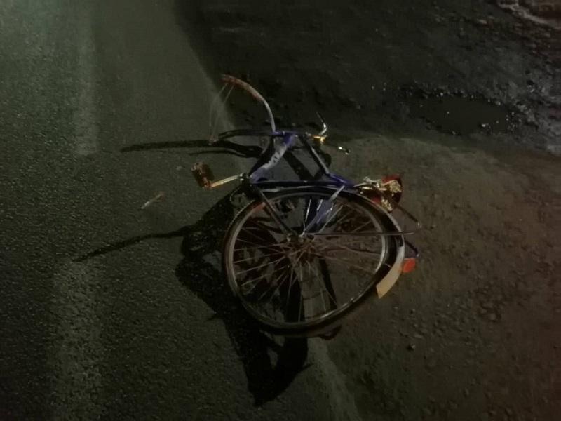 """На Волині водій """"BMW"""" збив 70-річного велосипедиста. Чоловіка забрали у лікарню"""