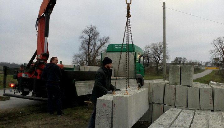 У селі на Волині, де громада перейшла в ПЦУ, почали будувати новий храм УПЦ (МП). ФОТО