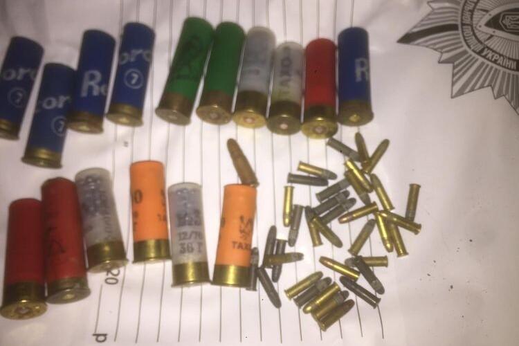 Волинянин незаконно зберігав набої та детонатори до вибухових пристроїв