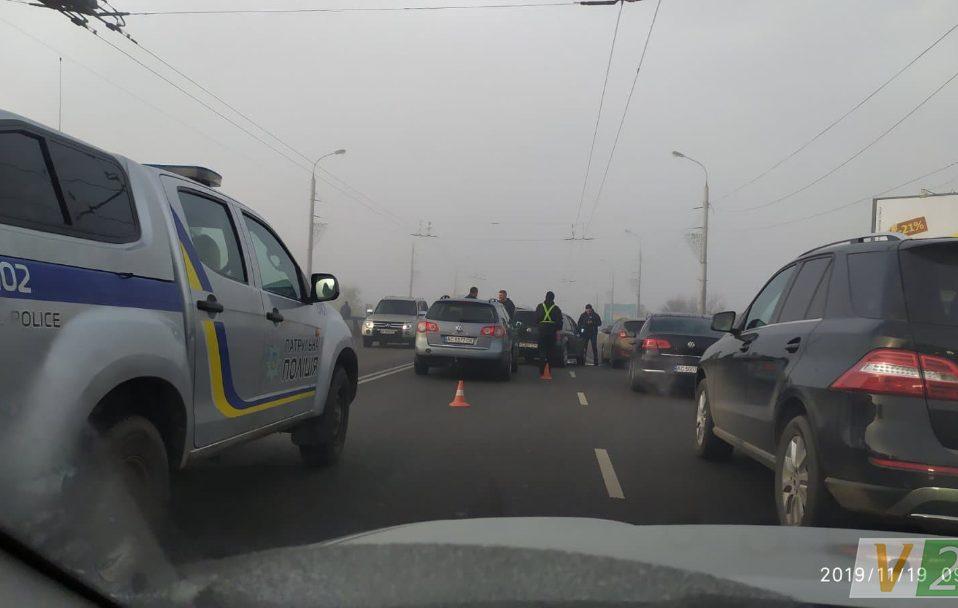 На мості у Луцьку –  затор через ДТП. ФОТО