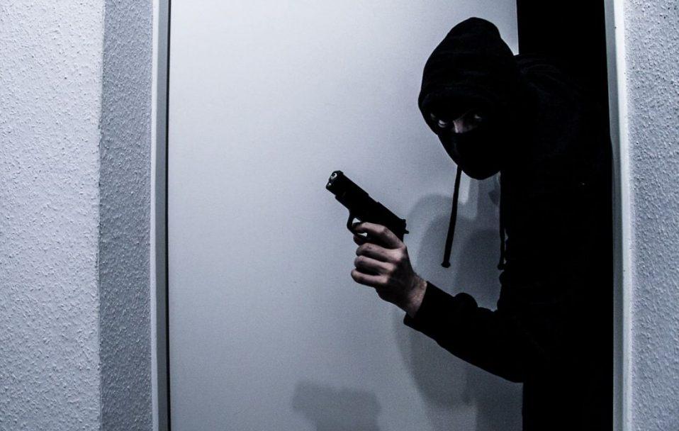 В масках та з пістолетом: у Луцьку  пограбували гральний заклад