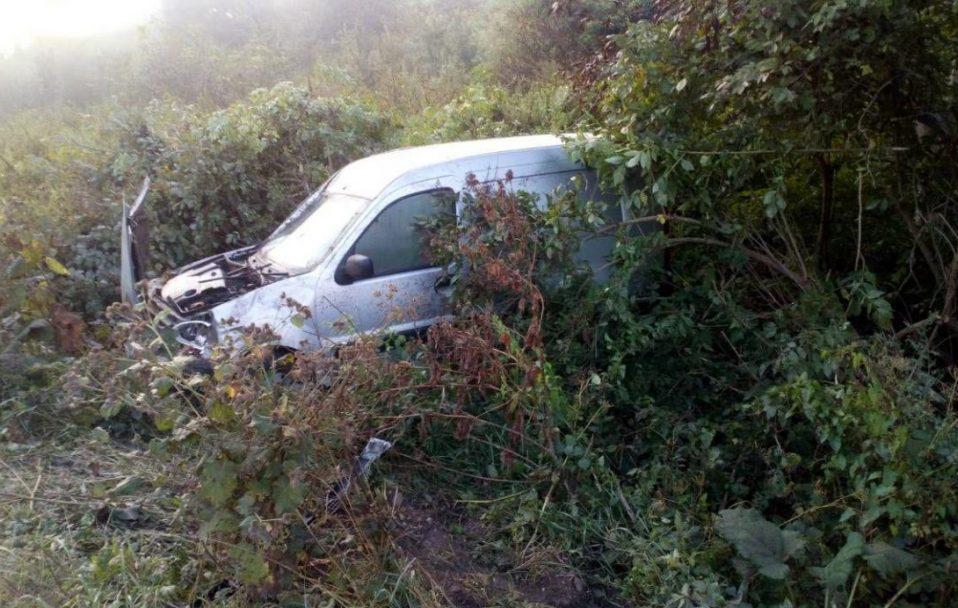 П'яний водій злетів з дороги на Ківерцівщині: пасажира забрали  у реанімацію