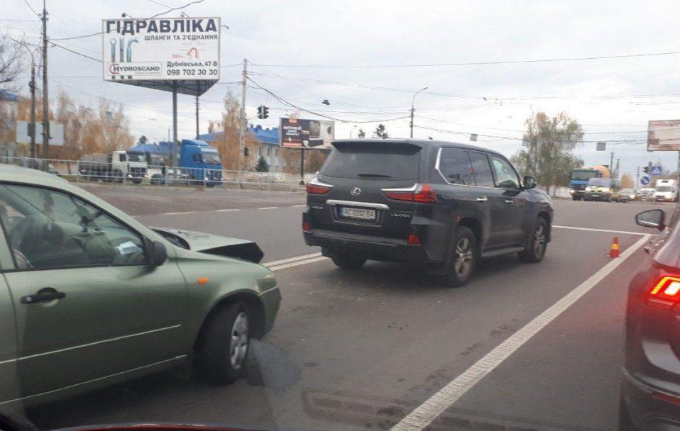 "ДТП у Луцьку: стукнулися ""Lada"" і ""Lexus"". ФОТО"