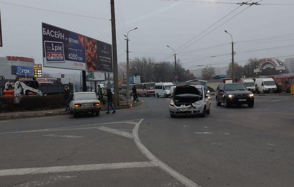 ДТП у Луцьку: на кільці не розминулися два легковики. ФОТО
