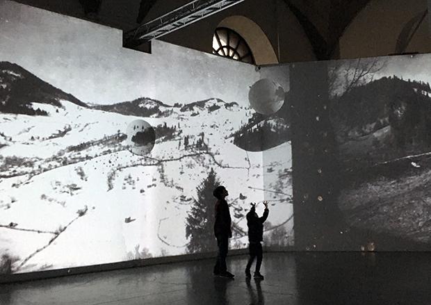 Візуальна Параска: через VR-окуляри у Києві можна побачити карпатську хатину з минулого. ФОТО