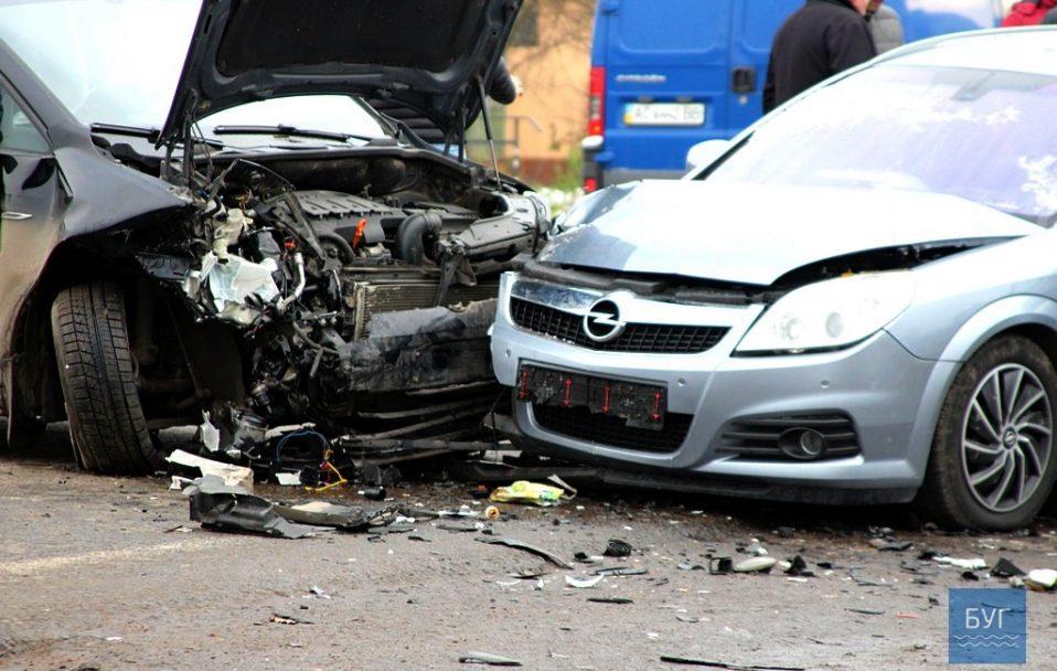 Автотроща на Волині: зіткнулися ВАЗ, Opel та Volkswagen. ФОТО