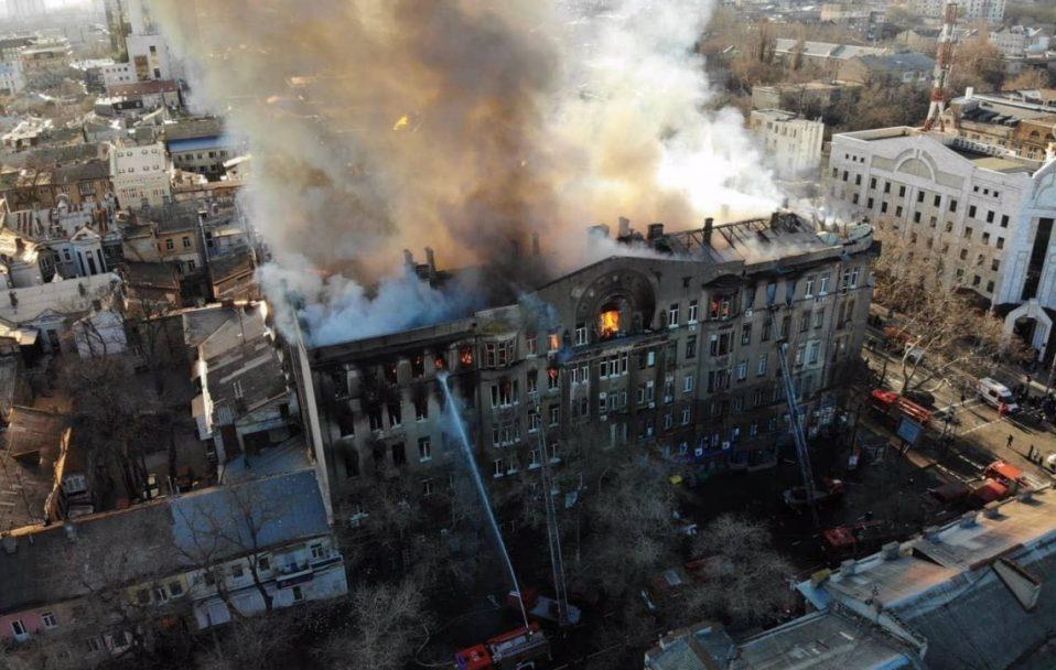 Пожежа в Одесі: рятувальники знайшли ще два тіла. Кількість загиблих зросла до 12