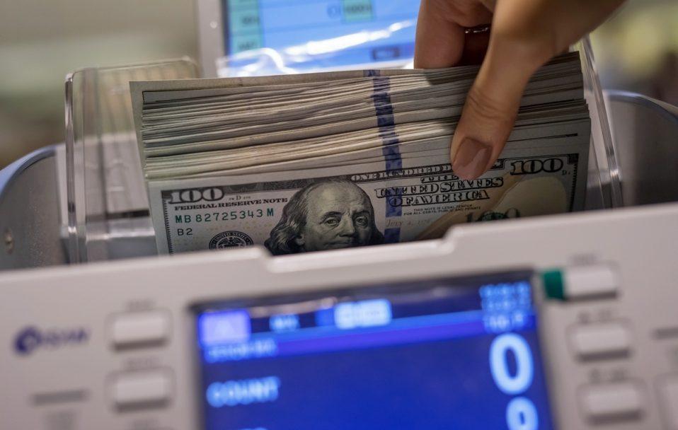Долар знову росте: курс валют у Луцьку