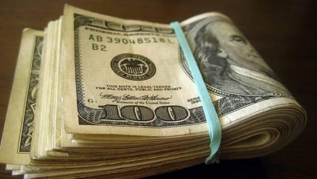 Віддав гривні за сувенірні долари: як волинянин став жертвою шахраїв