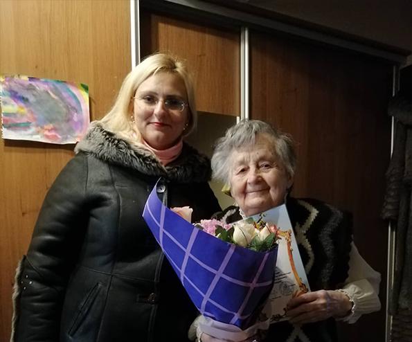 Волинянку, яка зв'язала українським військовим понад 500 пар шкарпеток, привітали із Днем волонтера