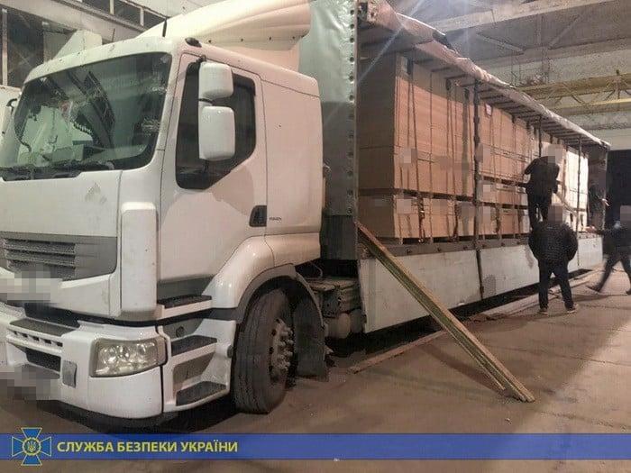 На Волині СБУ затримала вантажівку з контрабандою на 5 000 000 гривень