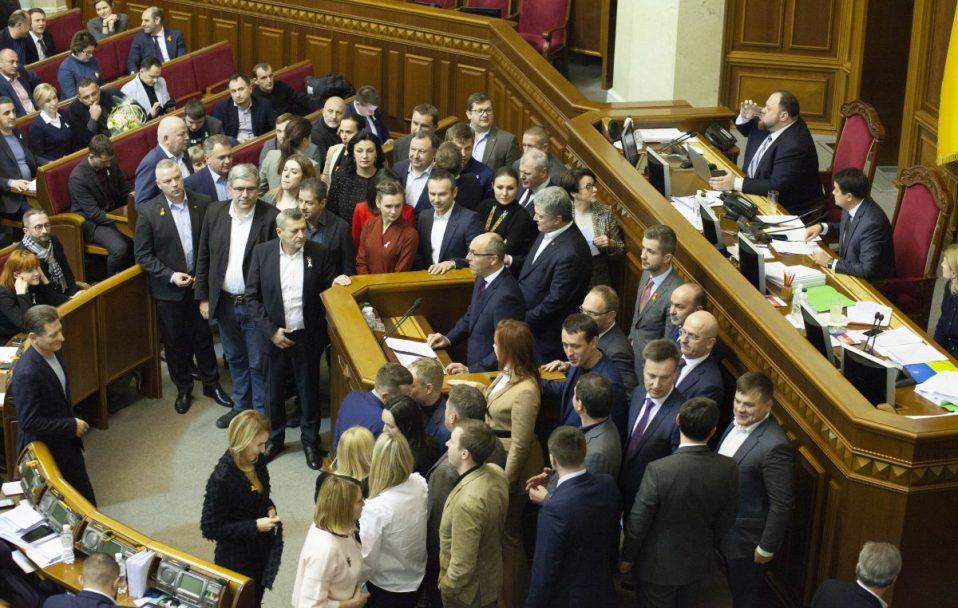 Три парламентські фракції закликають українців вийти 8 грудня о 13 годині на Майдан проти капітуляції