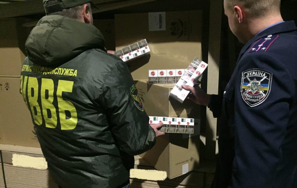 На Волині правоохоронці зупинили контрабанду цигарок на понад5 мільйонів гривень