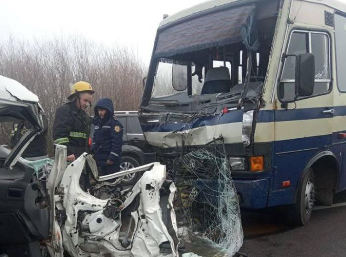 На Ківерцівщині – ДТП за участю  автобуса і легковика. ФОТО