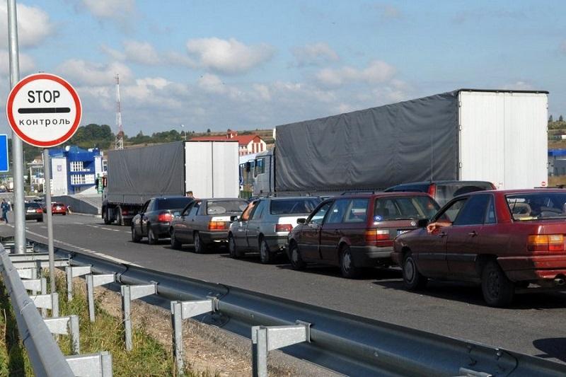 На кордоні з Польщею – величезні черги. Пояснили причину