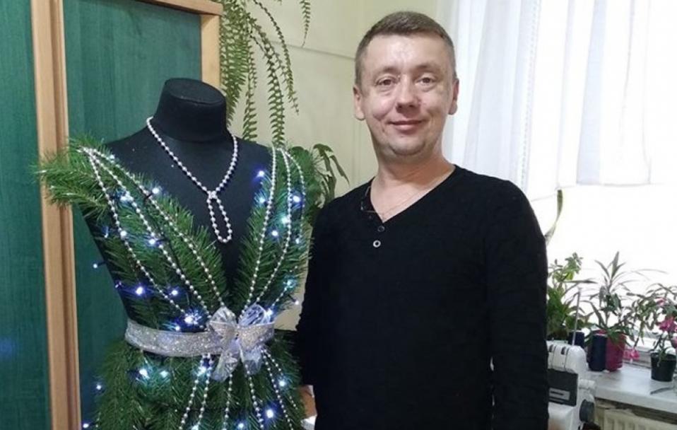 Волинський модельєр створив сукню з ялинкових гілок. ФОТО