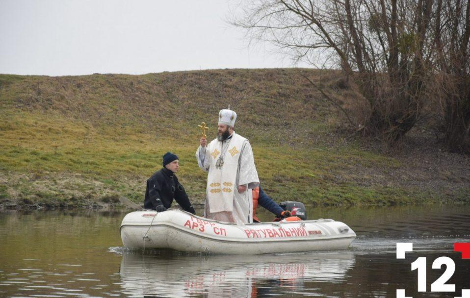 Водохреще 2020: у Луцьку влаштували масштабне купання в річці Стир. ФОТОРЕПОРТАЖ