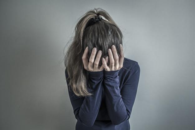 У Луцьку врятували жінку, яка порізала собі вени