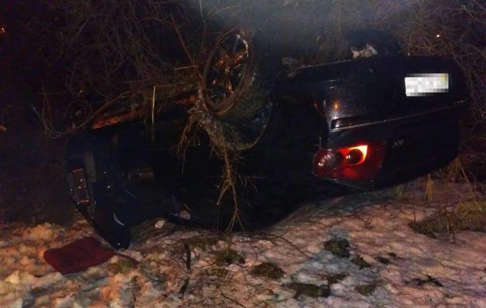 На Волині знайшли перекинуту автівку: п'яний водій втік