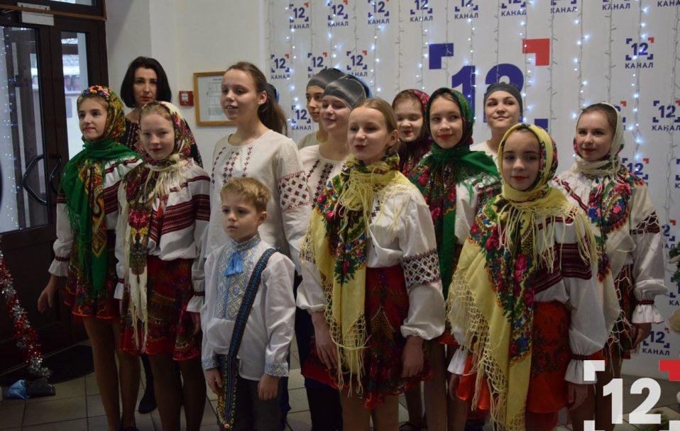 На 12 каналі колядували учні Острожецького ліцею імені Ігоря Єремеєва. ФОТО