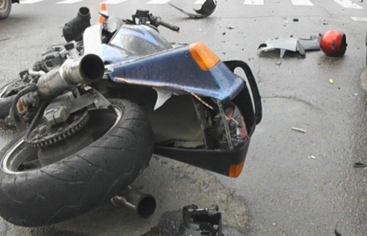 На Волині мотоцикл врізався в бетонну опору: водій загинув на місці