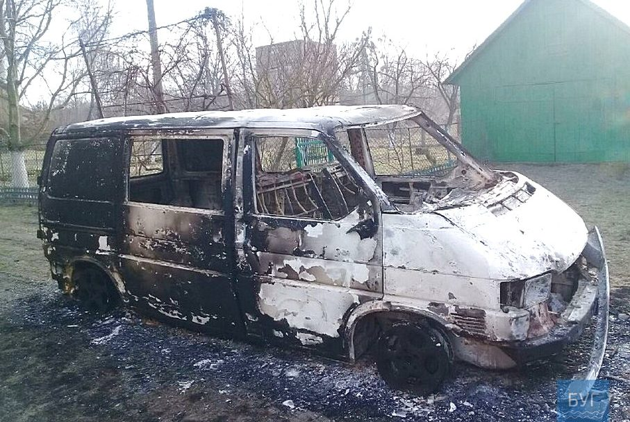 На Волині вщент згоріло авто священника ПЦУ. ВІДЕО