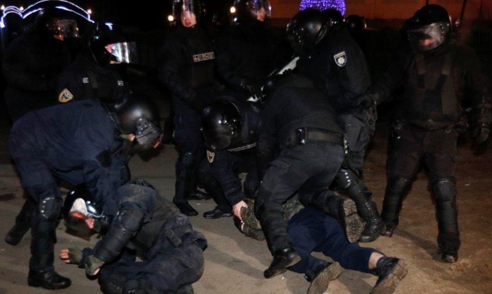 """У Нових Санжарах затримали 24 протестувальників: їм """"світить"""" до 8 років тюрми"""
