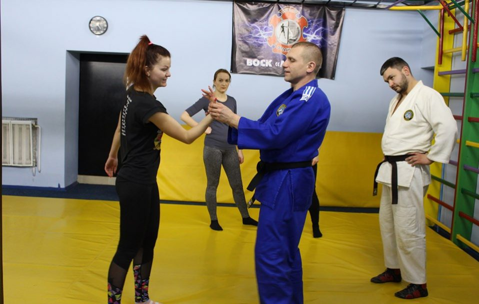 У Луцьку стартували курси з самооборони для жінок. ФОТО