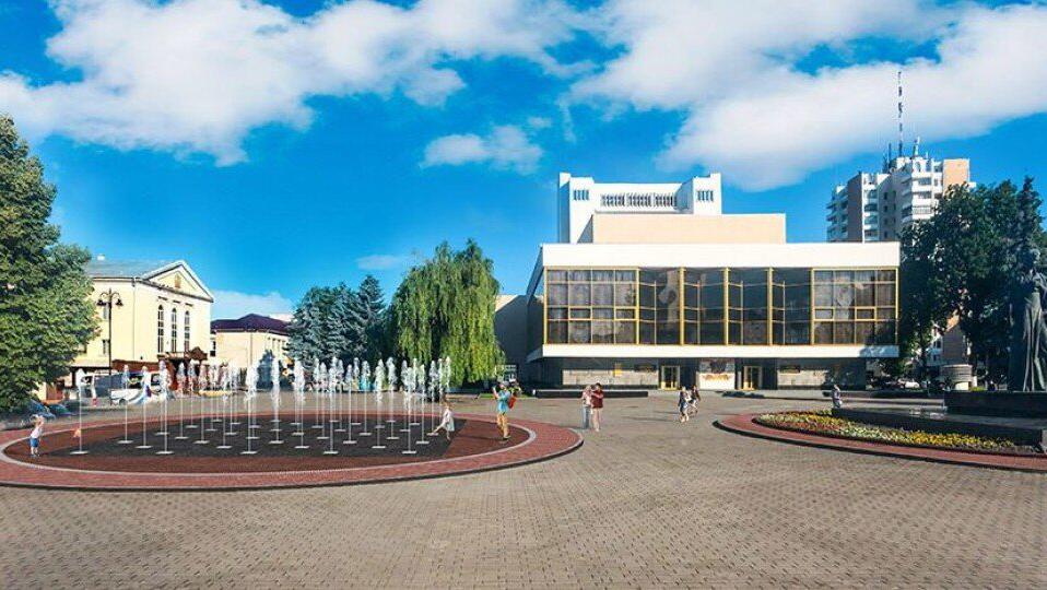 На Театральному майдані в Луцьку запрацював фонтан. ВІДЕО
