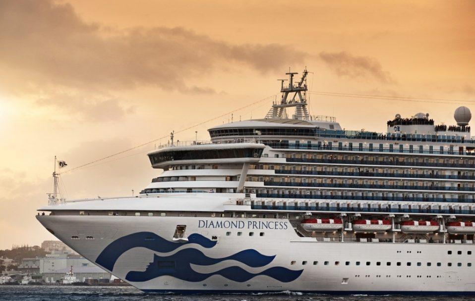 Круїзний лайнер відправили на карантин через спалах коронавірусу: на борту – 20 українців