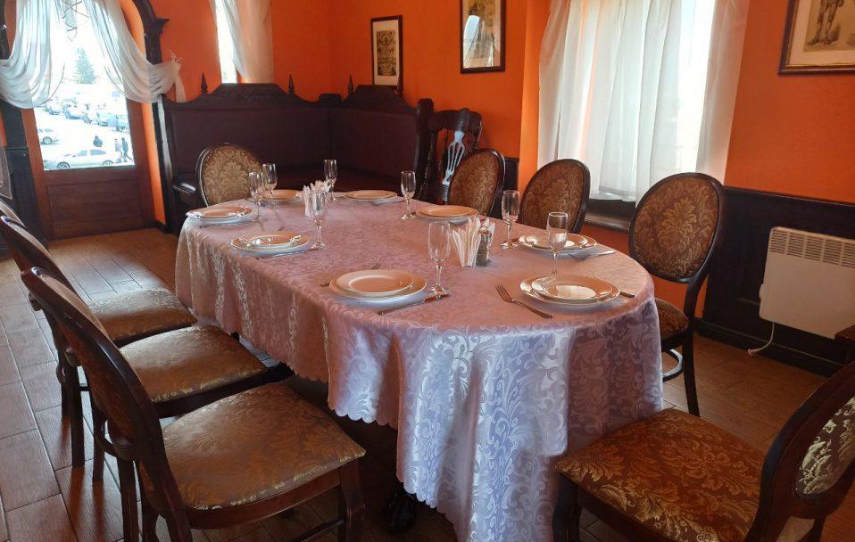 Бенкетна зала у «Брамі» – ідеальне місце для романтичних вечерь та родинних свят*