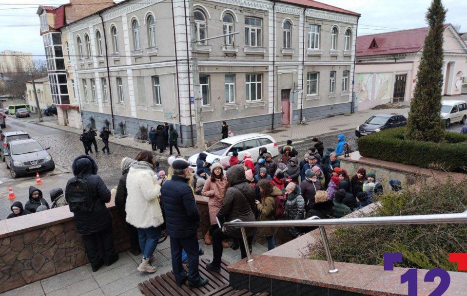 Демонтаж Старого ринку: десятки підприємців мітингують під Луцькрадою. ФОТО