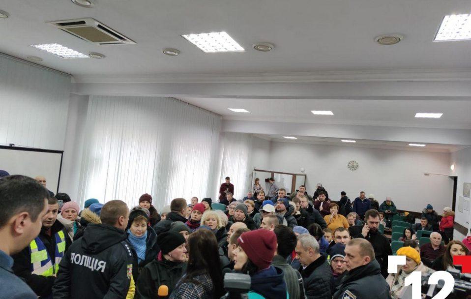 Базарувальники у Луцькраді вимагають не переносити Старий ринок. ФОТО