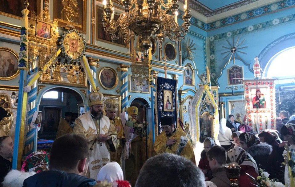 Митрополит Михаїл очолив святкове богослужіння у Новоставі. ФОТО. ВІДЕО