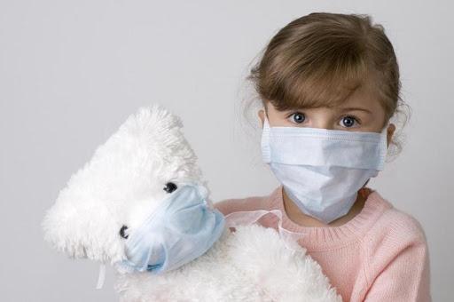 """""""Вдягати маску здоровим людям не має сенсу"""", – головний лікар волинської """"інфекційки"""". ВІДЕО"""