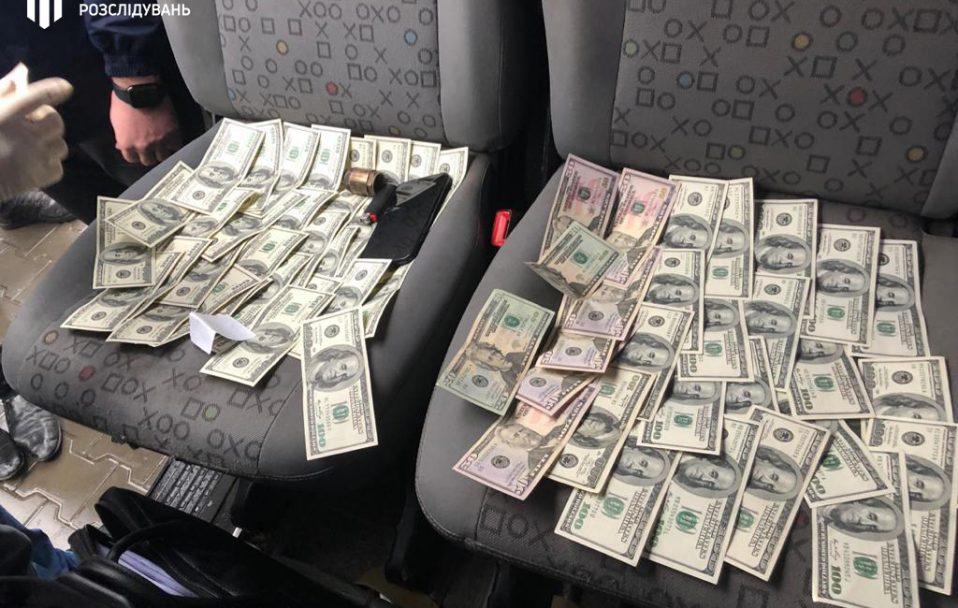 12 тисяч доларів: на Волині взяли на хабарі керівника митного поста. ФОТО