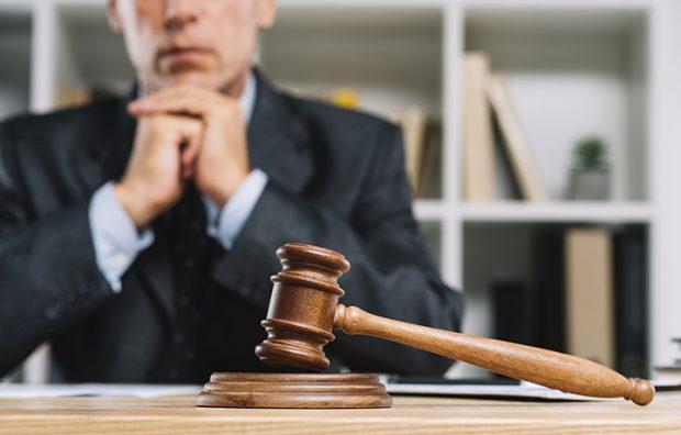 """""""На хабарі для поліції"""": як волинський адвокат видурював гроші в клієнта"""