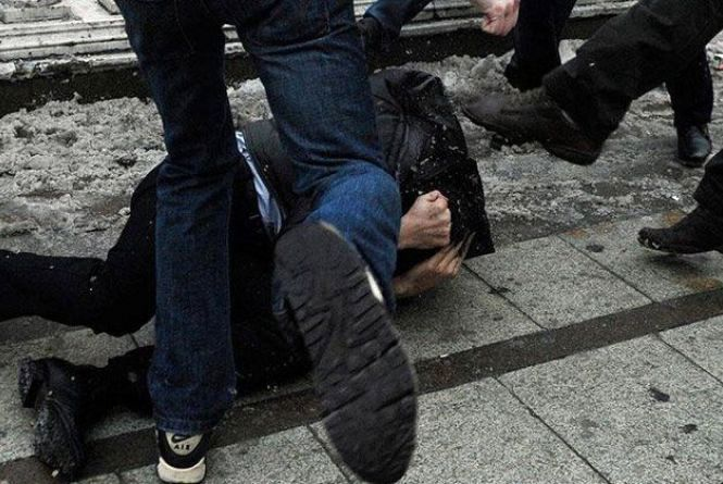 У Луцьку четверо невідомих побили та пограбували чоловіка