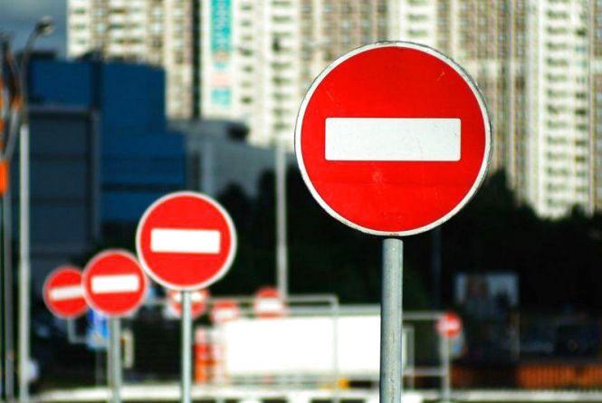 На одній з вулиць Луцька міняють схему руху