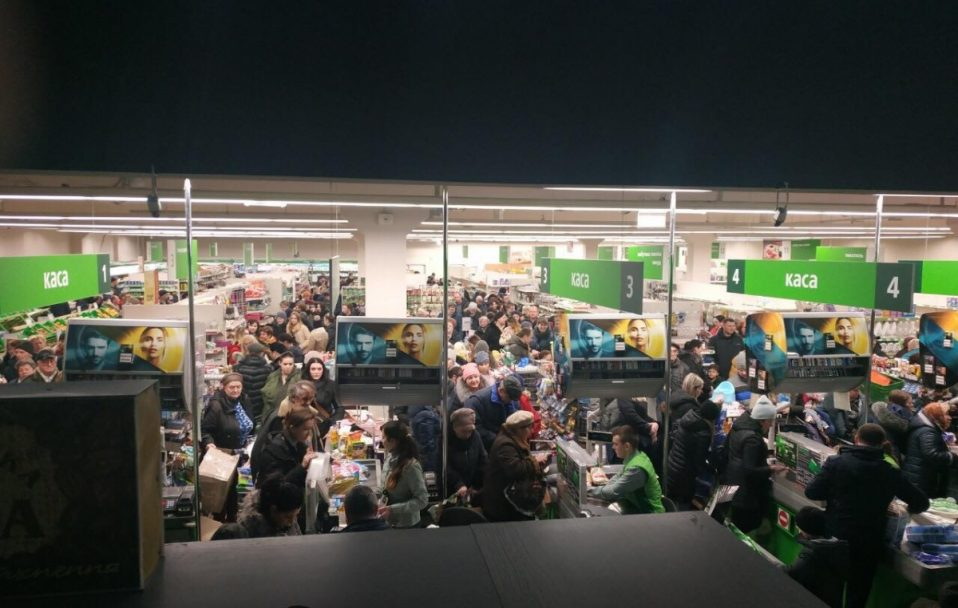 Коронавірус: у магазинах Луцька буде розмітка, а кількість покупців – обмежать