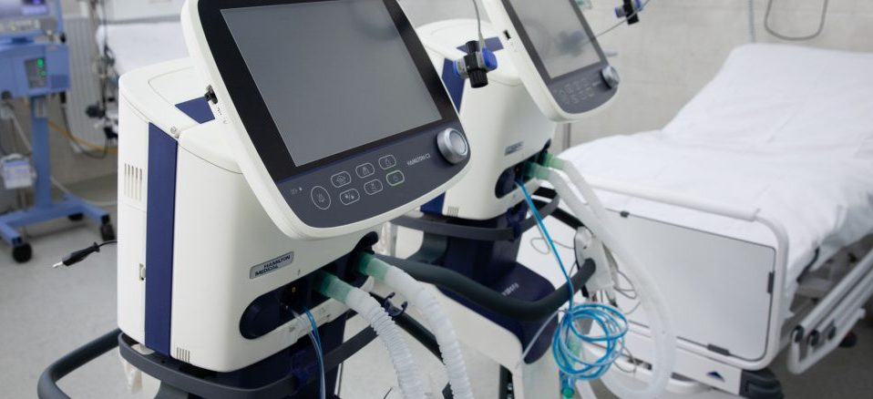 Благодійники допомагають київській лікарні: передали перші апарати штучної вентиляції легень
