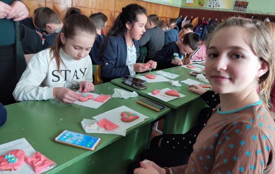 Волинські школярі організували майстер-класи, аби допомогти хворому хлопчику. ФОТО