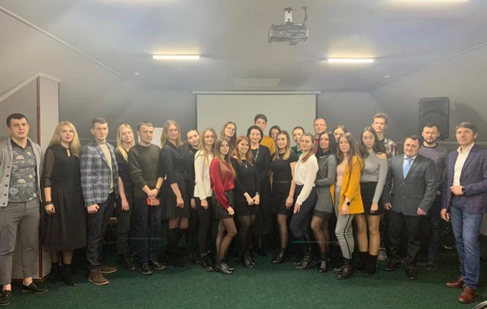 Ірина Констанкевич розповіла волинській молоді про парламентаризм. ФОТО