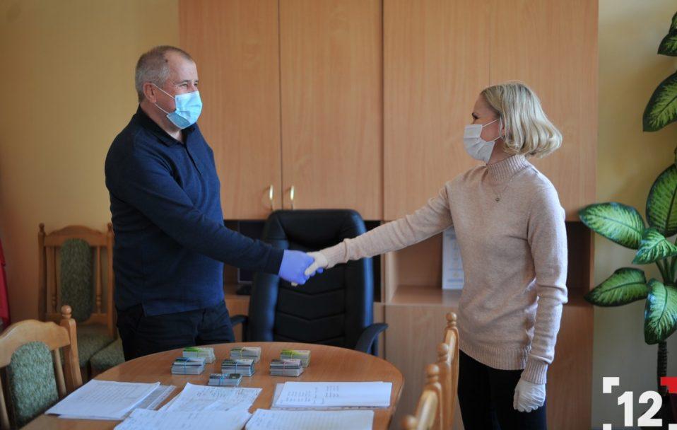 Компанія WOG передала волинським медикам талони на пальне