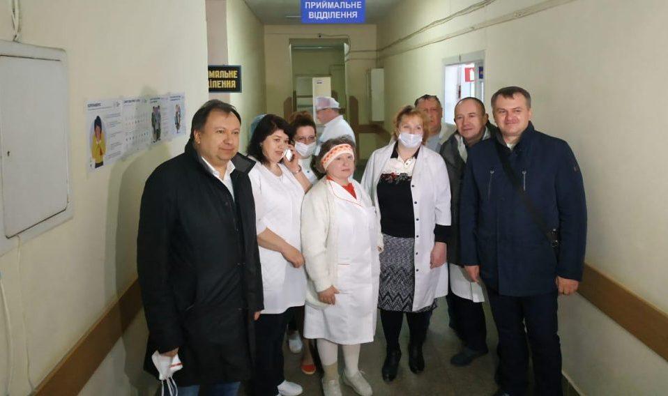 Благодійники передали реанімаційне медичне обладнання у Львівський обласний госпіталь