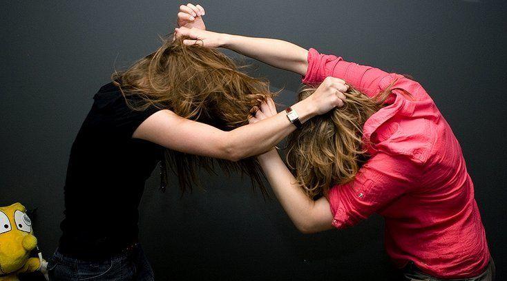 У Луцьку підлітки побили й пограбували дівчину