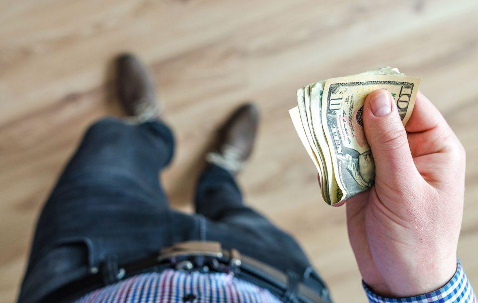 Курс валют: гривня впала ще на 53 копійки