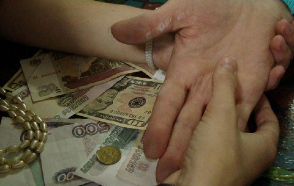 """Судили шахрайку, яка в Луцьку """"зняла вроки"""" дівчині за 250 тисяч гривень"""